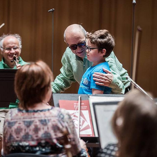 A 8 éves Máté vezényelhette a Budapesti Fesztiválzenekart